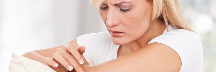 Шелушится кожа на локтях: причины, лечение