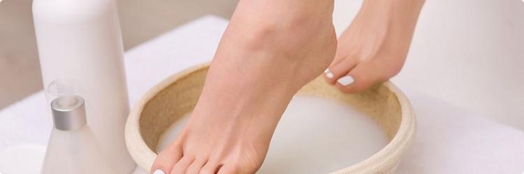 Почему коже ног необходимы смягчающие маски?