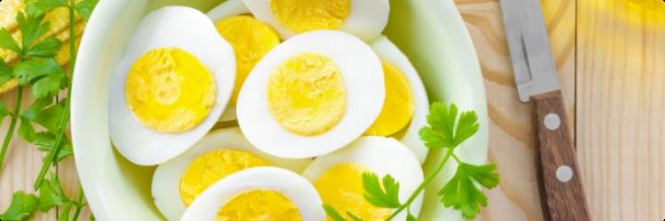 Диетические блюда с вареным яйцом и его польза