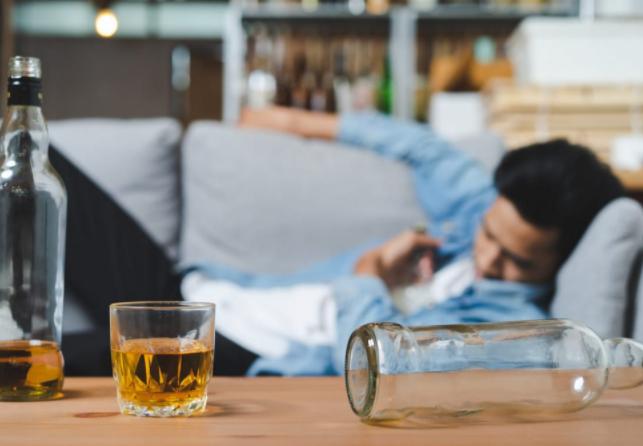 Лечение алкоголизма: способы вывода из запоя