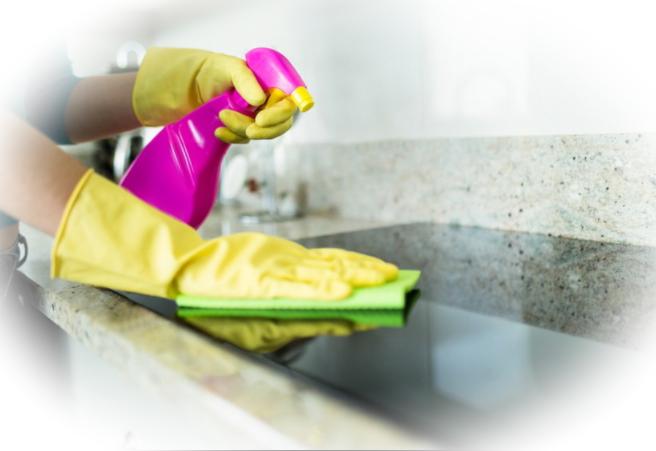 Очистка керамических поверхностей во время вспышки Covid-19. Ванные комнаты, кухни и полы без вирусов